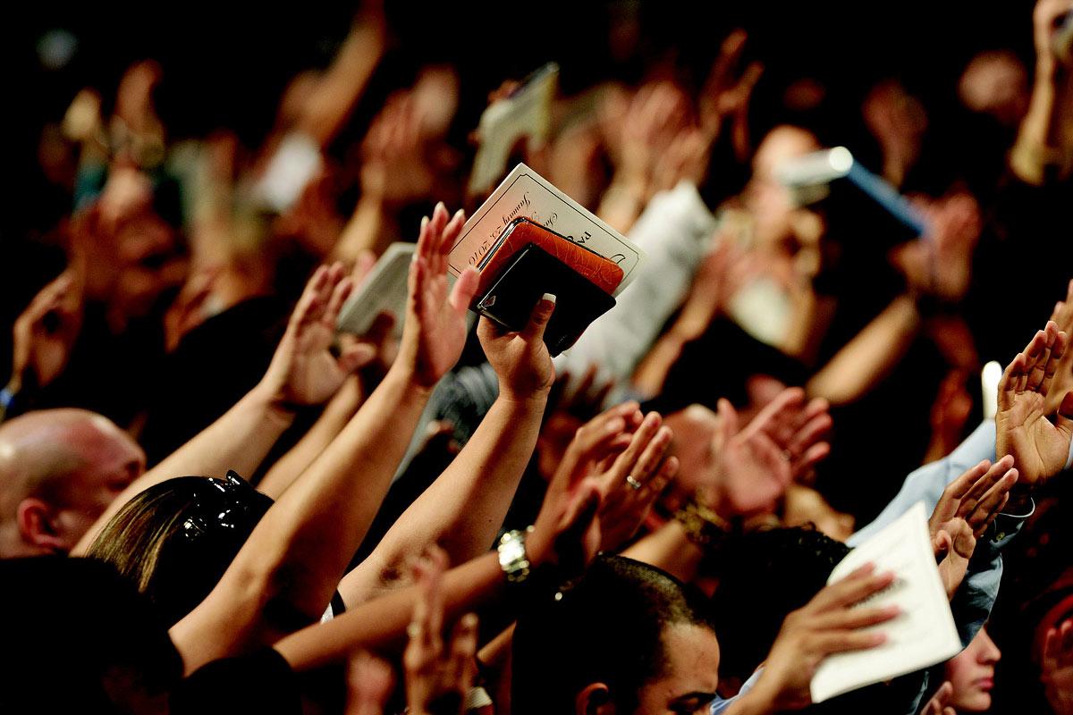 Gemeinde in der Anbetung